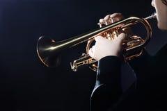 Трубач трубача играя джаз Стоковое Фото