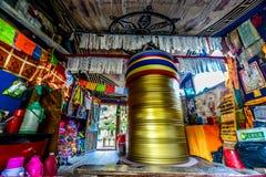 Трубка Священного Писания гидродинамического в доме - Jiuzhaigou, Сычуань, Китай Стоковые Изображения RF