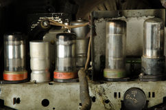 Трубки вакуума внутри старого радио Стоковое фото RF