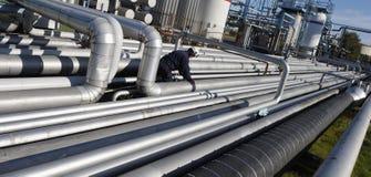 Трубопровода и нефтеперерабатывающее предприятие Стоковые Фотографии RF