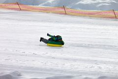 Трубопровод снега на лыжном курорте стоковое фото