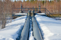 трубопровод газа детали зоны промышленный пускает желтый цвет по трубам стали Стоковая Фотография