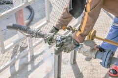 трубопровод газа детали зоны промышленный пускает желтый цвет по трубам стали Стоковая Фотография RF
