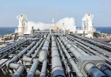 Трубопровод нефтяного танкера и ломая волна Стоковая Фотография RF
