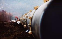 Трубы газопровода, конструкции и класть трубопроводов для транспорта газа и масла Стоковые Фотографии RF