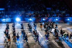 Трубы и барабанчики скапливаемые Celtic на красной площади Стоковое Изображение