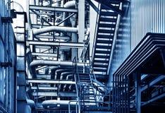 Трубы и клапаны faucet системы отопления в котельной стоковое фото rf