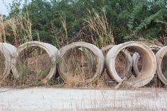 Трубы дренажа были выведены в луг и ухудшение качества Стоковое Фото