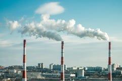 Трубы фото высокие от которых идет дым стоковые фото