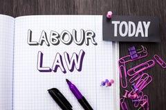 Трудовое право текста почерка Занятость смысла концепции управляет соединением законодательства обязательств прав работника напис стоковое фото