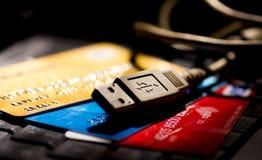 Трудыы кредитной карточки он-лайн стоковые изображения
