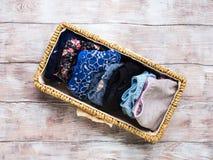 Трусы женщины в корзине на деревянной предпосылке Стоковая Фотография