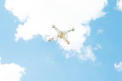 Трутень в небе Стоковая Фотография RF