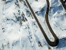 Трутень дороги зимы снял доступа к курорту Стоковые Изображения