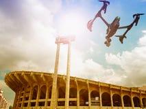 Трутень летает высокая угловая съемка на стадион Стоковые Изображения