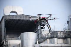 Трутень летает около индустрии Стоковая Фотография RF