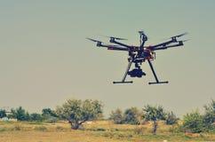 Трутень летания с камерой Стоковое фото RF