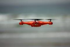 Трутень летания с установленной камерой Стоковое Фото