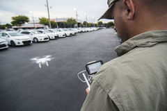 Трутень летания человека с удаленным GPS Стоковое Изображение RF