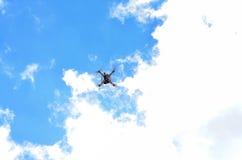 Трутень летания стоковые фотографии rf