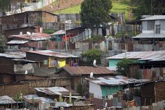 трущоба в Аддис-Абеба, Эфиопии стоковое фото