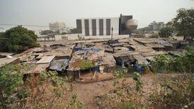 Трущобы Индии от двигая поезда акции видеоматериалы