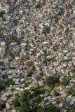 Трущобы Рио-де-Жанейро Бразилия горного склона Favela бразильские Стоковое Фото