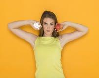 Трудный выбор между помадками и здоровой едой Стоковая Фотография RF