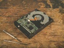 Трудный привод и отвертка на столе Стоковое фото RF
