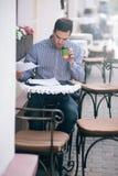 Трудоголик бизнесмена работая на обеденном времени Стоковое Изображение