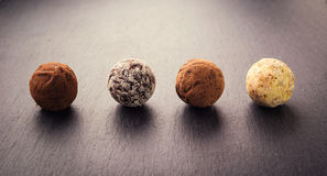 Трюфель шоколада, конфеты шоколада трюфеля с бурым порохом CH Стоковое Изображение