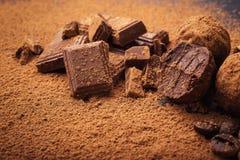 Трюфель шоколада, конфеты шоколада трюфеля с бурым порохом Ho Стоковые Фотографии RF