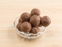 Трюфеля шоколада в шаре на таблице Стоковое Фото