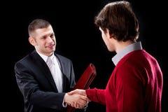 Трясти руки с клиентом Стоковое Фото