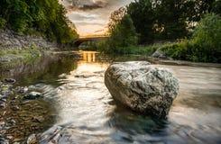 Тряхните в реке Vanhankaupunginkoski, Хельсинки, Финляндии Стоковая Фотография RF