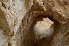 Тряхните отверстие каньона Nahal Darga, пустыни Judean, Израиля, известного естественного ориентир ориентира Стоковая Фотография RF