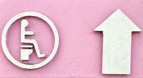 туалет знака направления стрелки стоковые фотографии rf