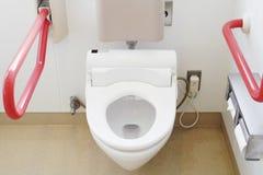 Туалет и поручень для престарелого стоковая фотография rf