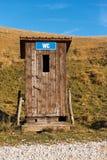 Туалет WC общественный в горе - Италии стоковое изображение rf