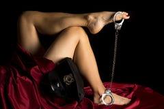 Тумак руки шляпы полисмена листа ног женщины красный на ногах Стоковая Фотография RF