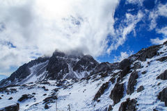 Туманная гора снега Yulong Стоковые Изображения RF