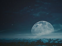 Туманная ноча с луной красоты стоковое фото