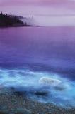 туманнейшее разделение утеса маяка Стоковое Фото
