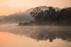 Туманное на реке Стоковое фото RF