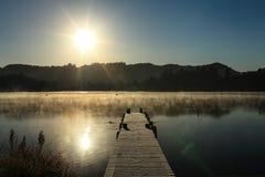 Туманное озеро 7 утр Стоковая Фотография