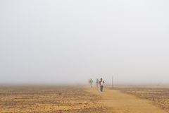 Туманное утро на скрещивании Tongariro высокогорном, большие прогулки в северном острове, Новой Зеландии Стоковые Изображения