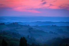 Туманное утро на Toscana Стоковые Изображения RF