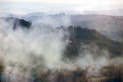 Туманное утро на Toscana Стоковые Изображения