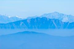 туманные горы Стоковые Изображения