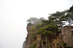 Туманные горы Huangshan Стоковые Изображения